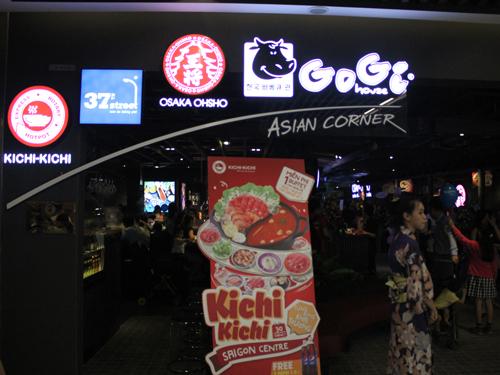 鍋料理の「KICHI-KICHI」や「大阪王将」も入っているアジア料理のフードコート