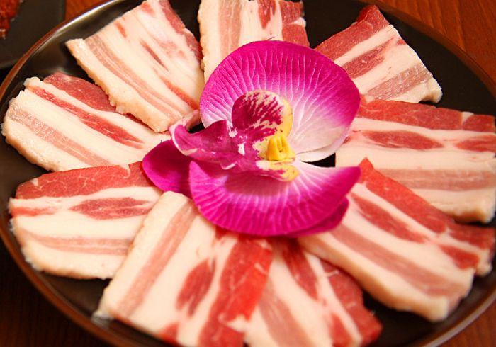 【焼肉KOKORO】豚カルビor豚トロ1皿サービス!テト明けより