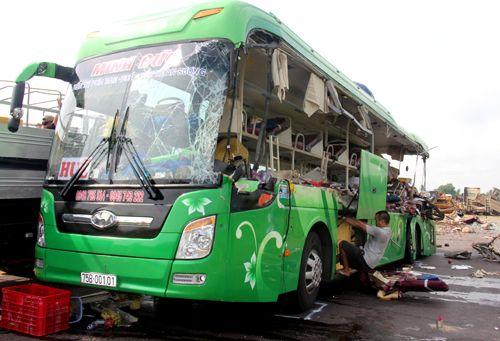ホーチミンからフエへ向かう夜行バス、トラックと衝突し5人死亡