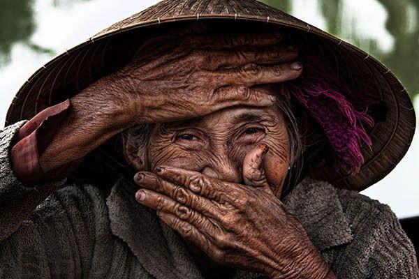 ベトナム人、世界的に有名な写真「世界で最も美しい老婆」を3万ドルで購入