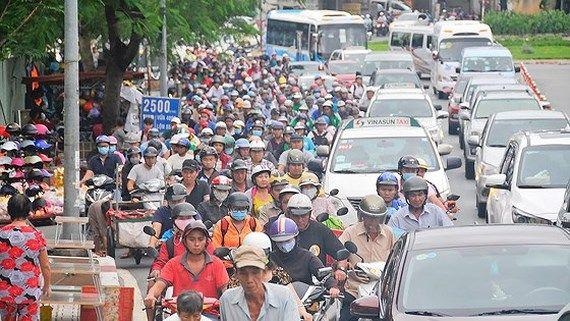 ホーチミン市、渋滞緩和に向けた道路完備には167年必要か