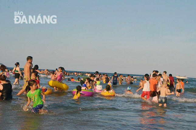 ダナン、海水浴後に発疹の報告を受け定期的な水質調査を実施へ,ベトナム, ダナン, 水質, 海水浴, 発疹, 下水処理