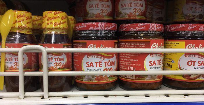 ベトナムのスーパーに売っているサテ、サテトム