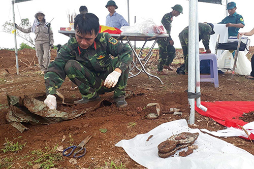 ベトナム中部、ベトナム戦争時の遺品が回収される