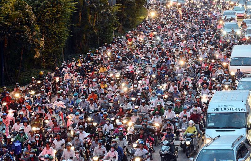ベトナム、バイクが主流移動手段