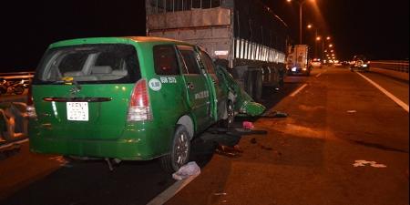 タクシーとトラックの衝突事故、3人死亡,ベトナム, カントー, タクシー, 死亡事故,