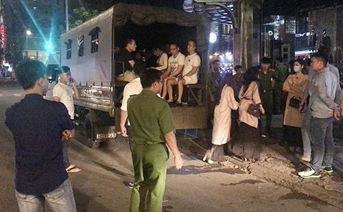 麻薬使用者と風俗店従業員70人、ホーチミン1区で逮捕,ベトナム,ホーチミン,麻薬,わいせつ
