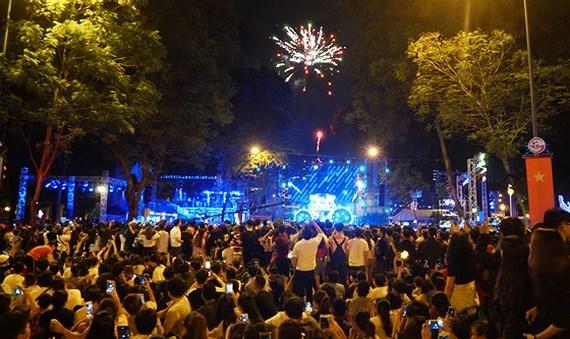 ベトナム各都市、新年のイベントで盛り上がる,ベトナム,年末年始,イベント,祝福,大勢