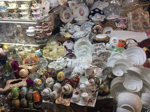 ホム市場、食器売り場
