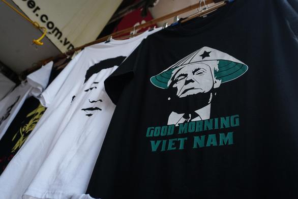 米朝会談に向け、金委員長とトランプ大統領のTシャツが人気沸騰