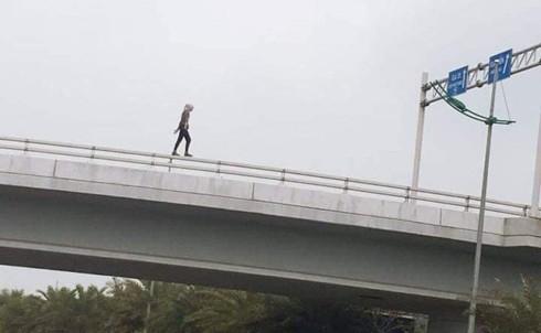 アメリカ人女性、ハノイ空港近くの高架から転落死