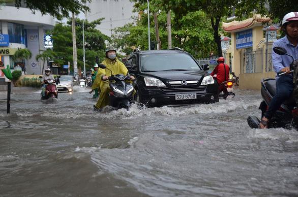 ホーチミンで豪雨、洪水被害相次ぐ,ベトナム,豪雨,ホーチミン,洪水