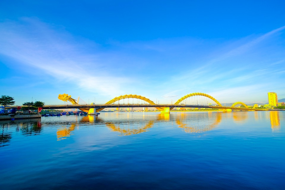ベトナム,ダナン,ドラゴンブリッジ,観光,ダナン大聖堂