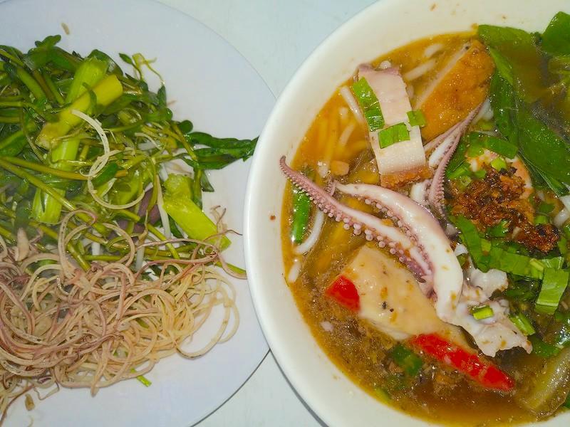 ベトナム,ダナン,ハン市場,ご飯,ブンマム